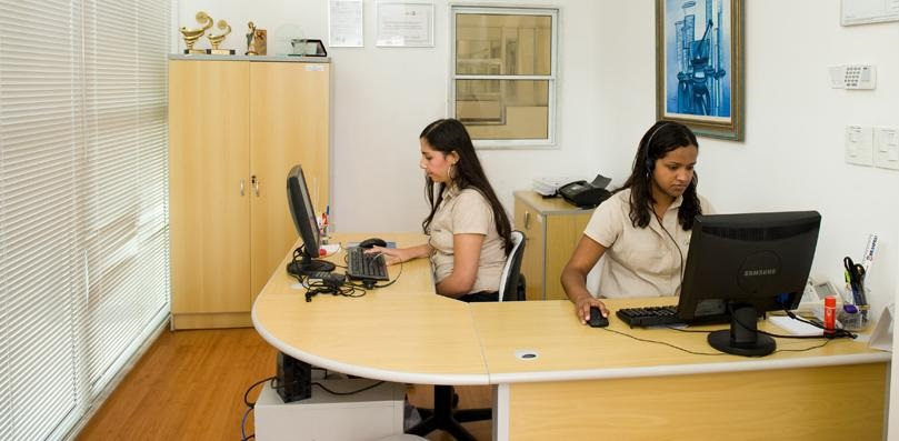 Telefonista Recepcionista –  Local da vaga:  RS: De segunda a sexta, das 08:00 às 12:00 e das 13:00 às 18:18.
